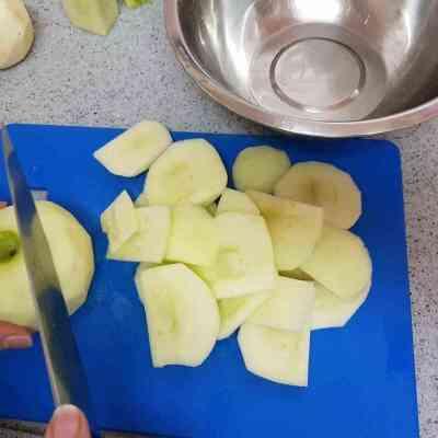 מתכון לעוגת תפוחים בחושה והכי קלה להכנה. עוגה לחג ראש השנה.