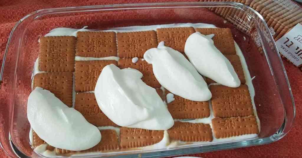 מתכון לעוגת גבינה ביסקוויטים שקל להכין, מהירה, לא מצריכה אפייה.