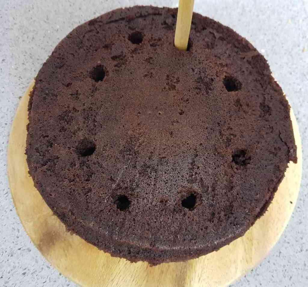 עוגת שוקולד בחושה במיקרוגל פשוטה ומהירה שנעשתה במאסטר סלייסר של בי פטנט