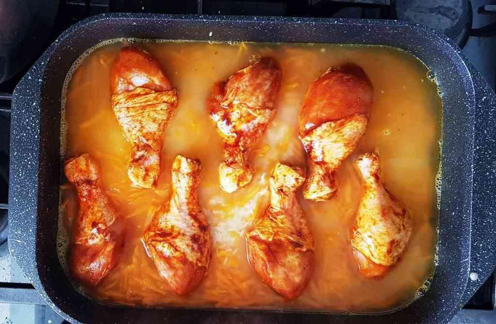 תבשיל ביתי של אורז ועוף אפויים בתנור ב-10 דקות עבודה