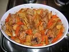 עוף בתנור עם תפוא וגזר גמדי