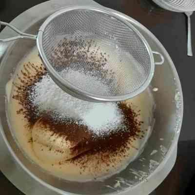 רולדת שוקולד במילוי קרם מוקה לפי מתכון של קרין גורן
