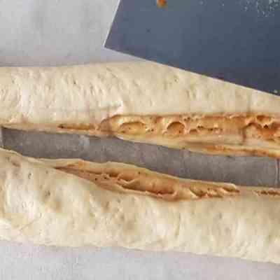 עוגת שמרים במלית לוטוס וקינמון