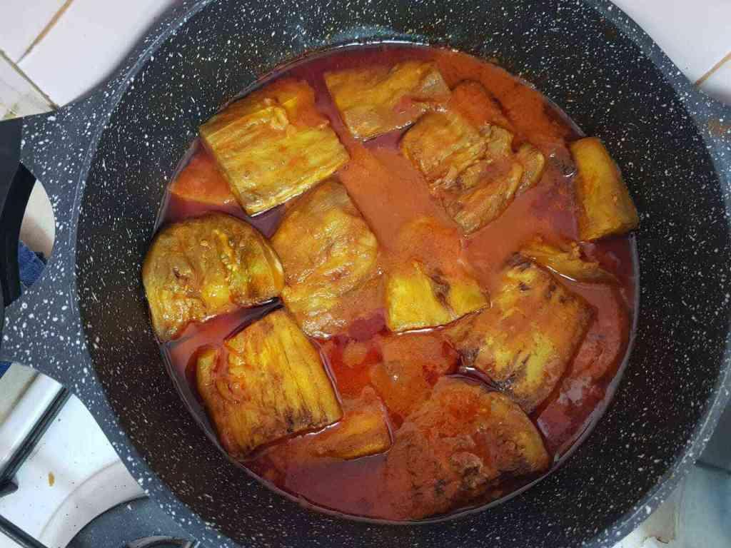 חורשט בדנג'ון תבשיל חצילים פרסי. סמיך עם בשר בקר שבושל שעות על אש קטנה,מתובל כהלכה ובטעם נפלא.
