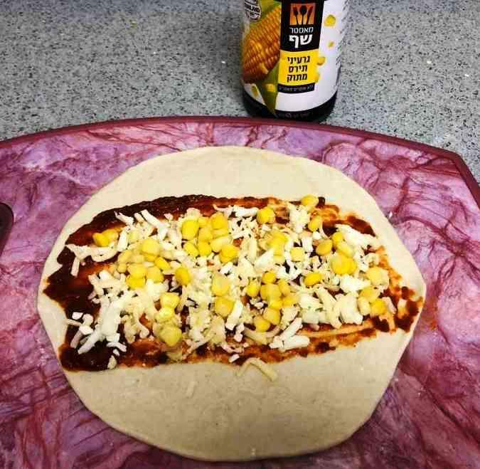 מתכון מהיר לשבלולי פיצה מבצק מלאווח.