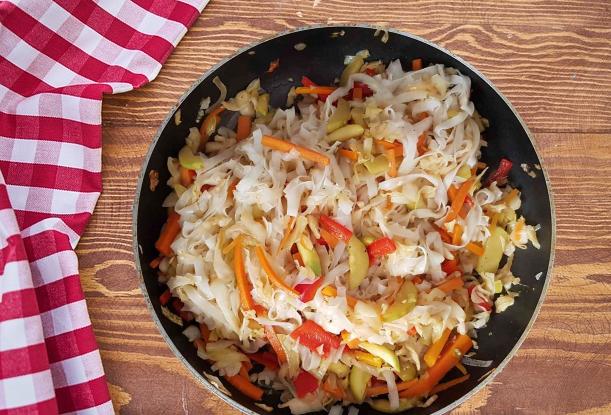 מוקפץ עם אטריות אורז כשרה לפסח