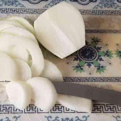 מוקפץ בסגנון אסיאתי עם אטריות אורז כשר לפסח