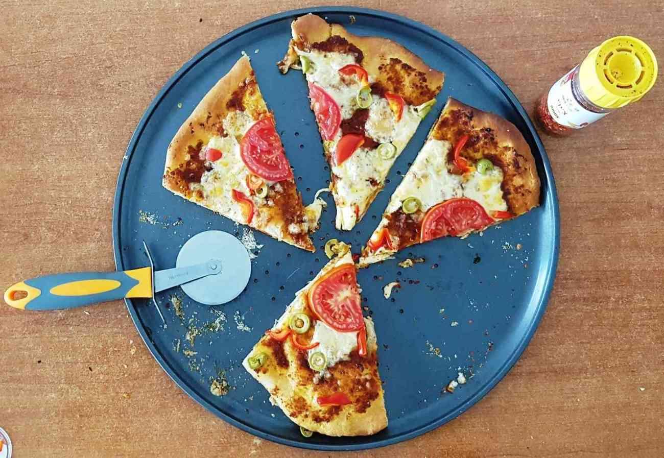 פיצה ברוטב עגבניות מיובשות