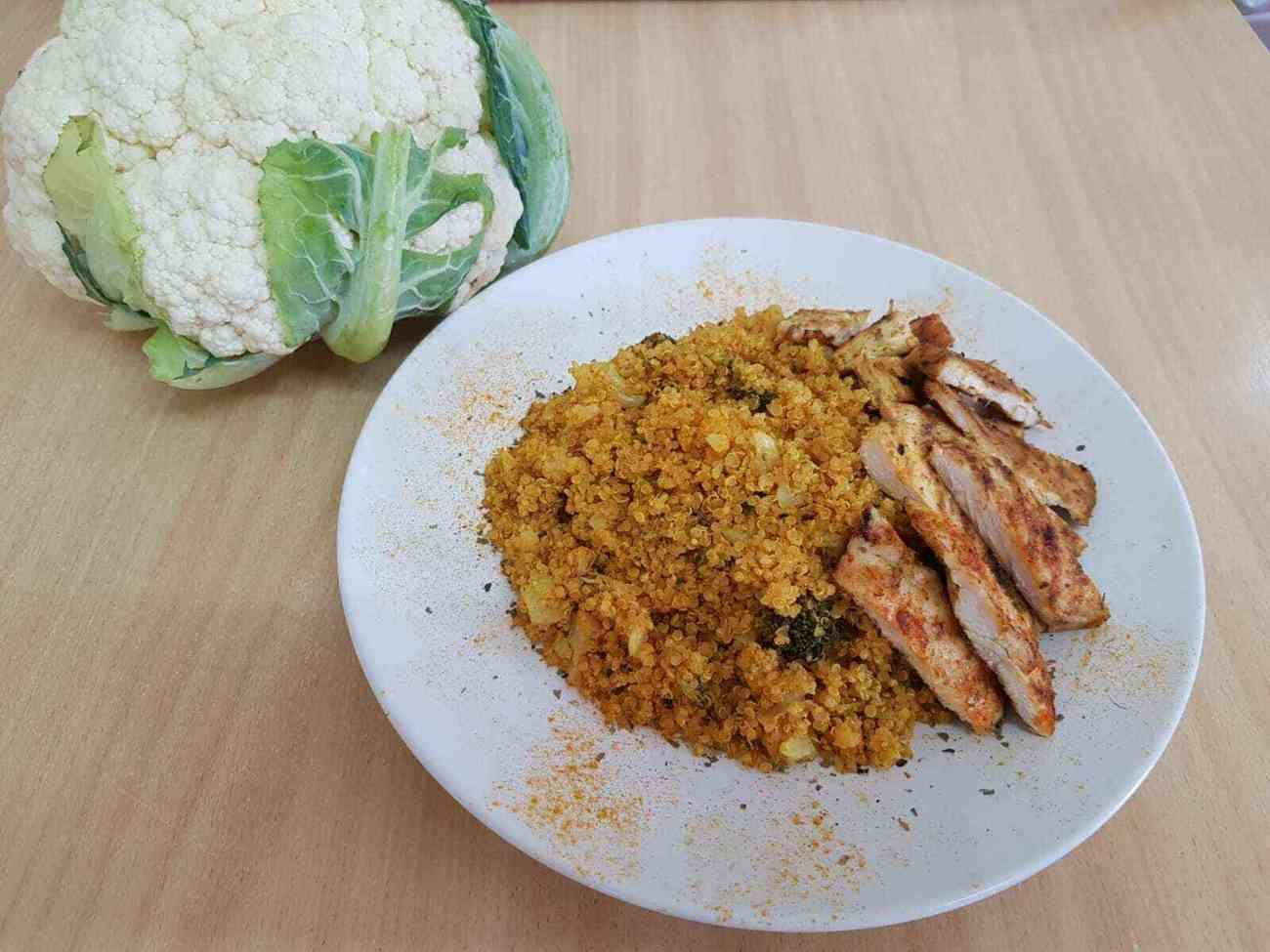 תבשיל קינואה כרובית וברוקולי