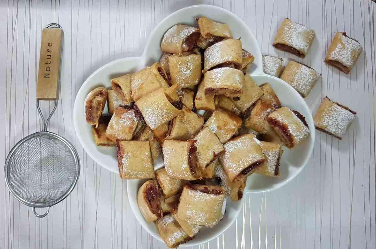 עוגיות ריבה מגולגלות ב-4 מרכיבים