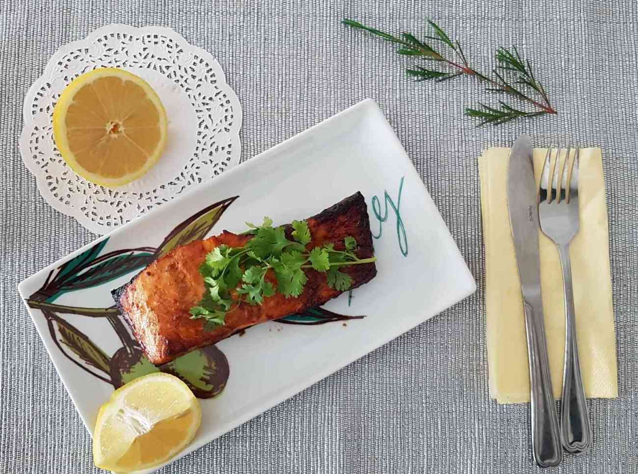 דג סלמון בתנור עם סויה וסילאן