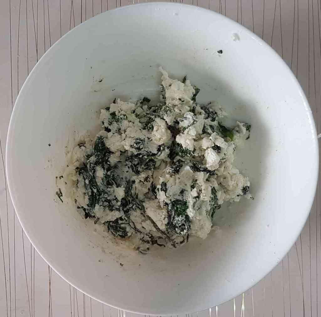 מאפה מבצק פילאס ממולא תרד וגבינות, מושלם לכל אירוח חלבי, טעים רך וזהוב